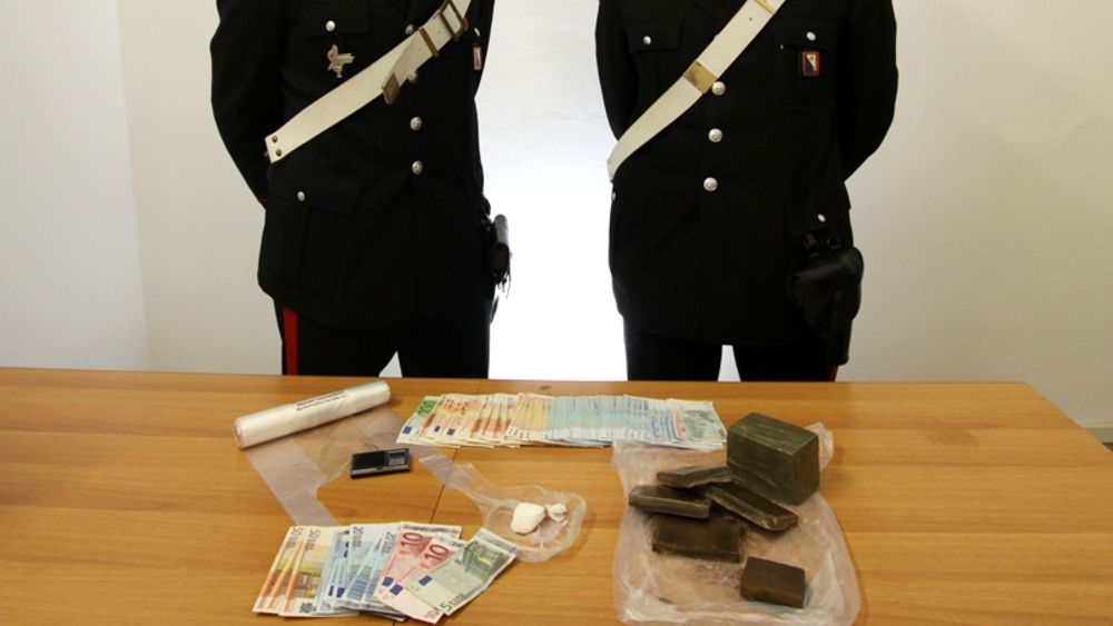Arresti droga occupazione appartamento Pisa