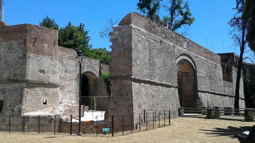 Porta a mare completato il restauro di bastione stampace e delle mura medievali a pisa - B b porta di mare ...